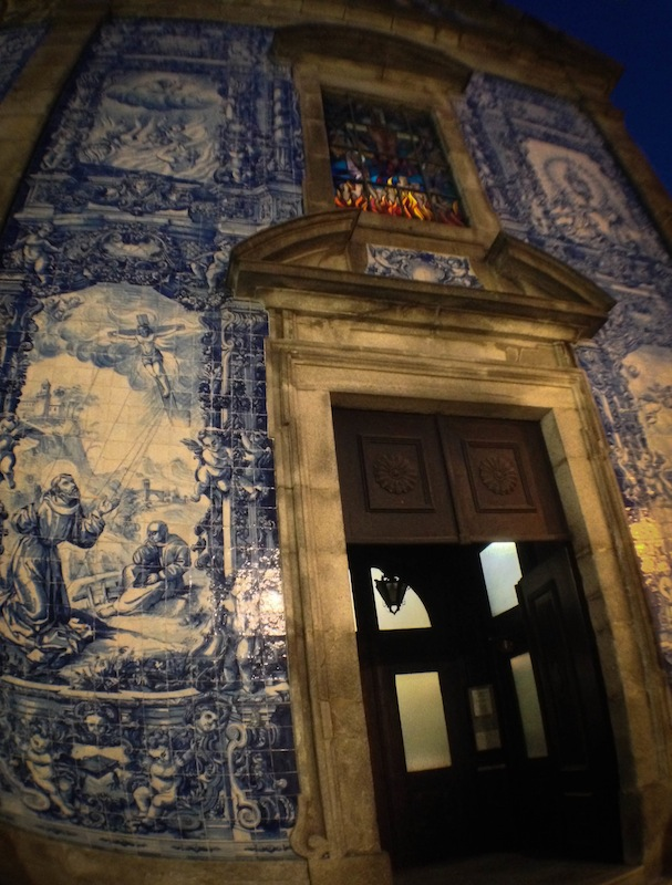 This was also taken in Porto...a good city for anyone who wants to go tile spotting. And who doesn't?