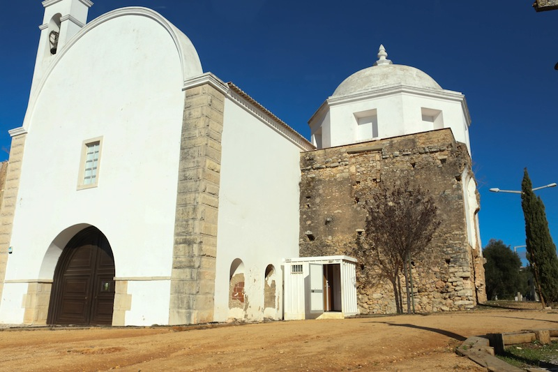 The church marking the end of Loulé town