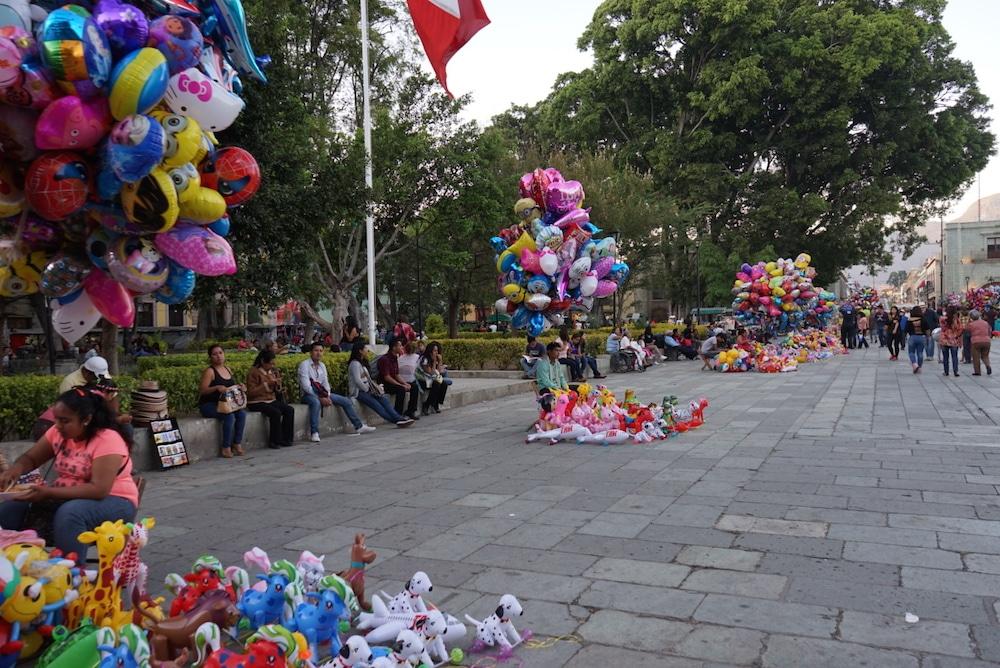 balloon vendors zocalo oaxaca