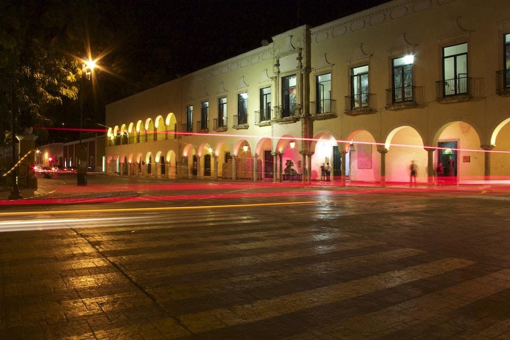 valladolid mexico at night