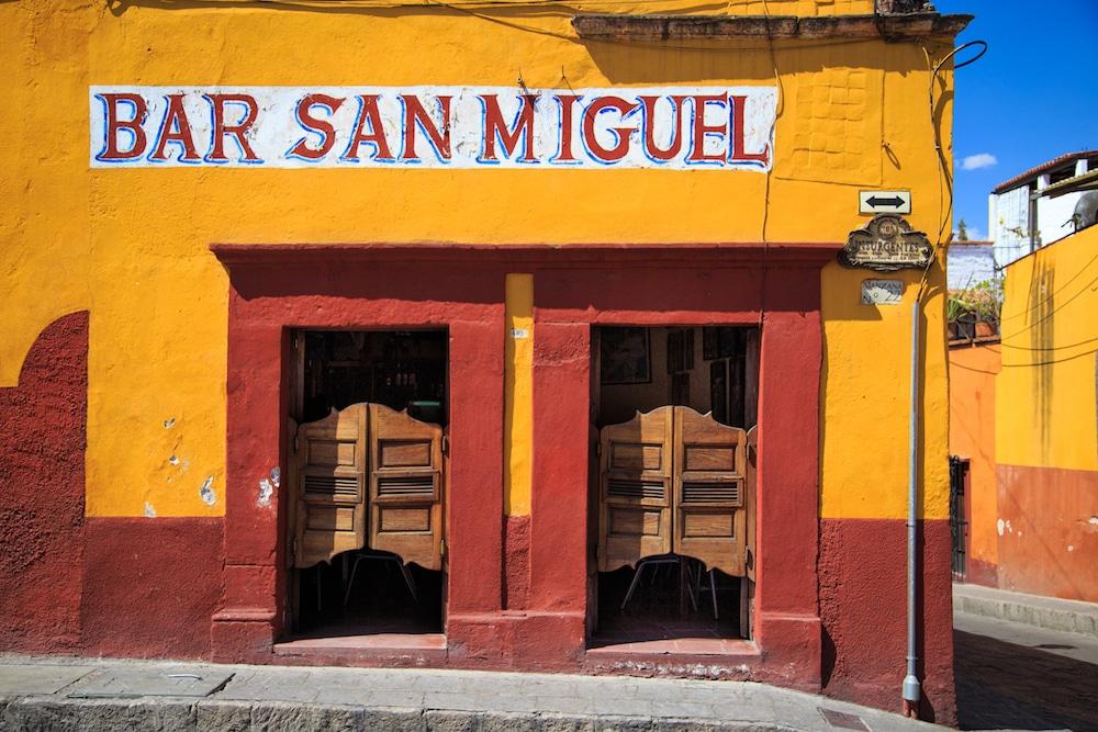 Bar-san-miguel-coloring-mexico