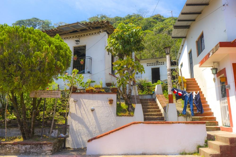 Houses in tapijulapa tobasco