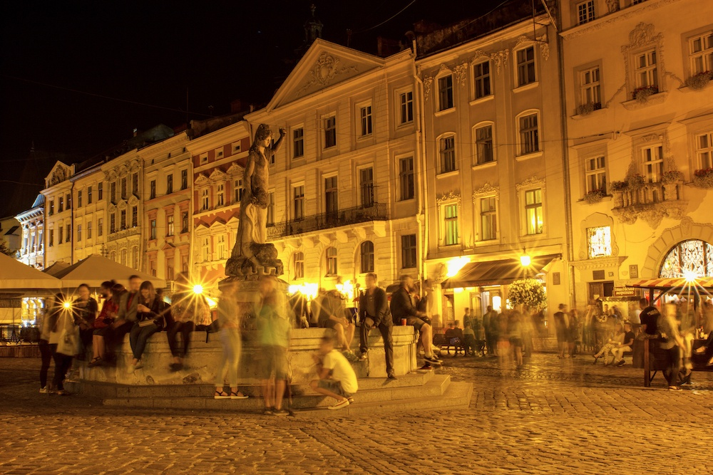 Things to do in Lviv Rynok at night
