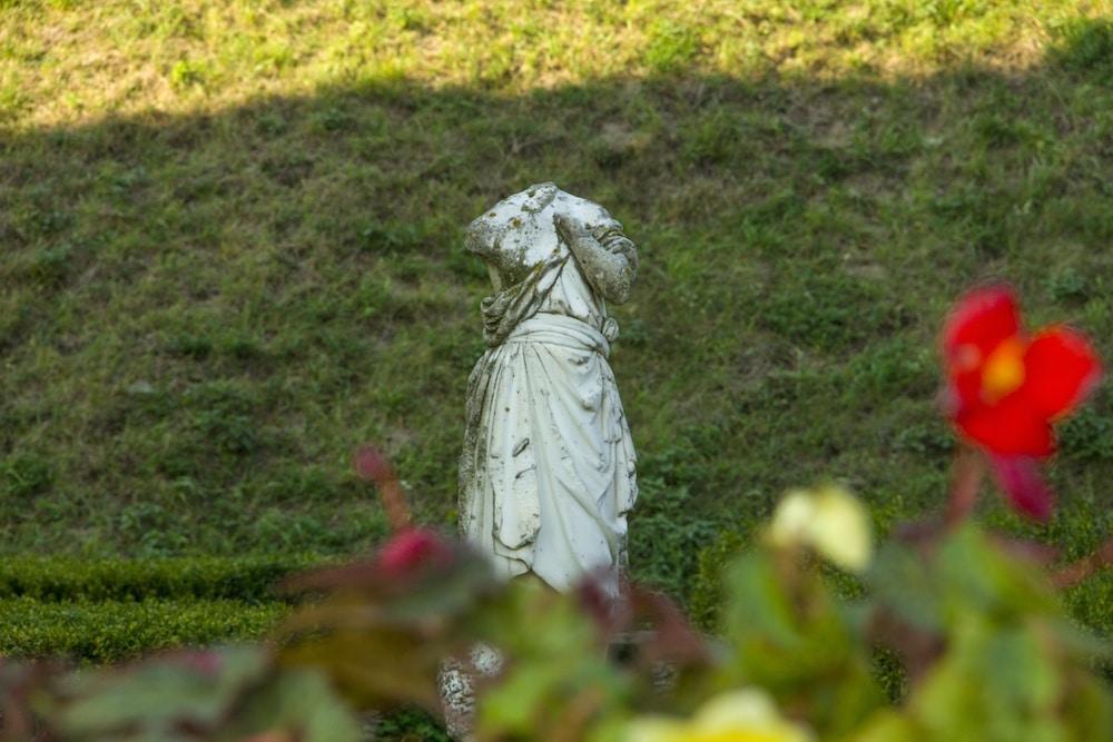 Zolochiv Castle Lviv Garden and Statue