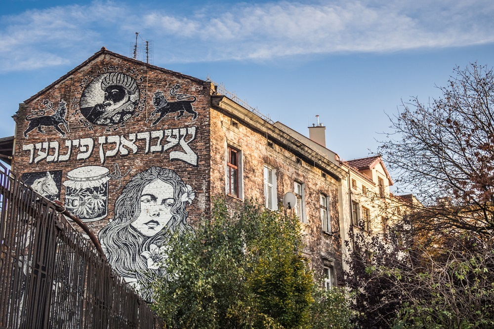 Street art in Kazimierz in a Where ro stay in Krakow guide