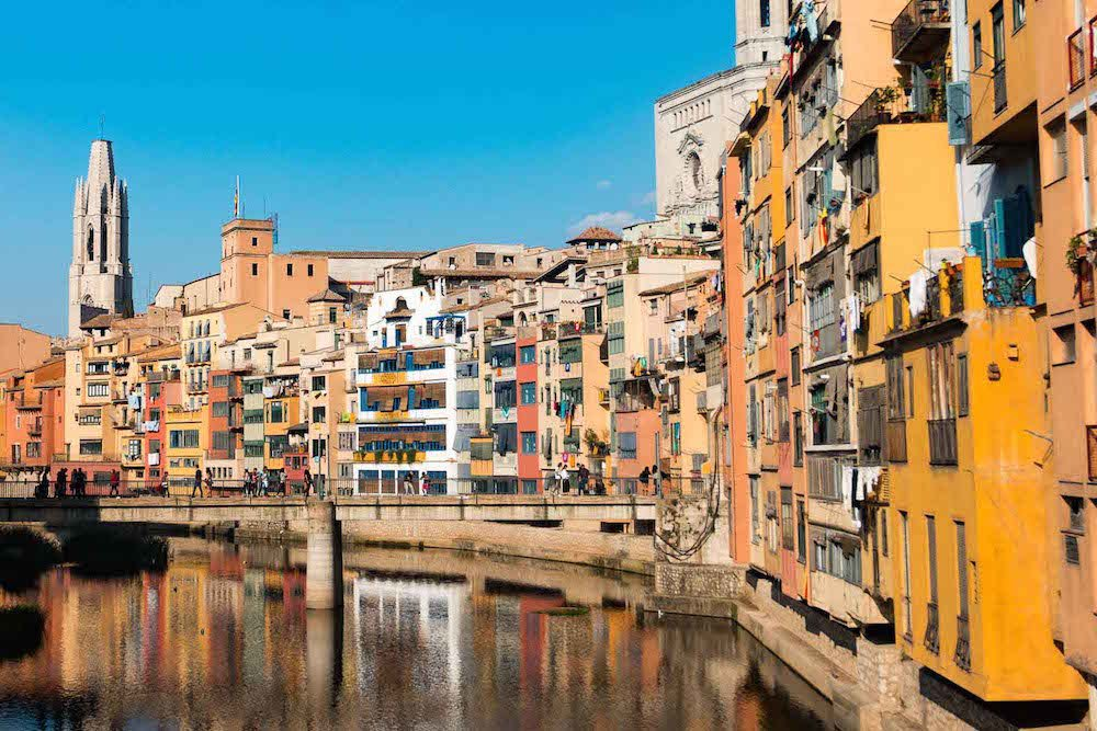 What to do in Girona, enjoy the views from the bridges