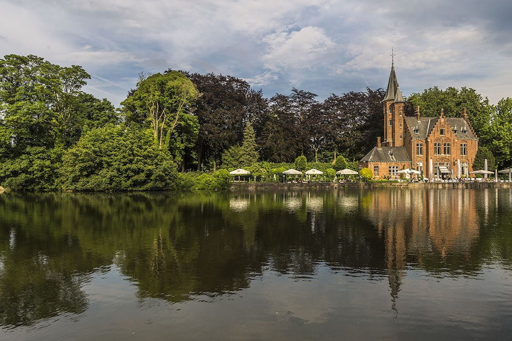 Visit Bruges in One Day and walk around the Lake of Love