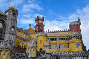 where to stay in Lisbon sintra day trip