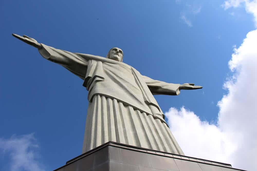 How to visit the christ the redeemer statue in Rio de Janeiro